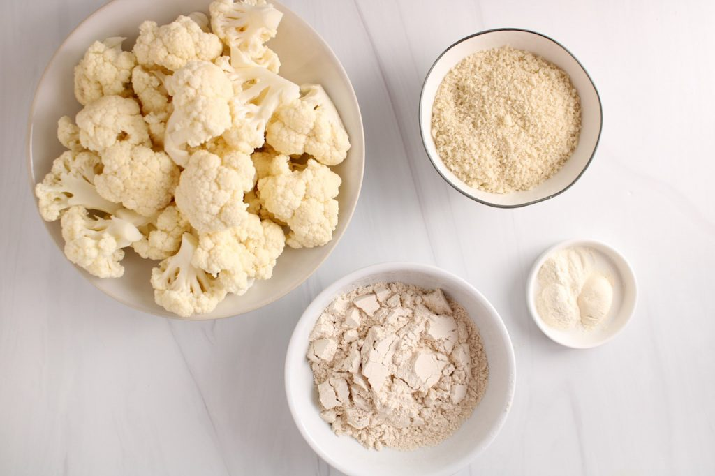 Ingredients needed to make this recipe showing vegetable florets, panko breadcrumbs, whole wheat flour, garlic powder and onion powder.
