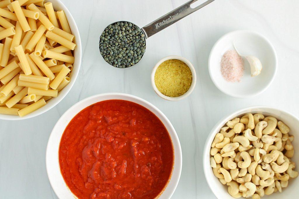 Ingredients needed to make this recipe: raw cashews, marinara sauce, pasta, lentils, nutritional yeast, salt and garlic.
